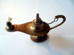 Масляная лампа с фитилём до изобретения восковых свечей
